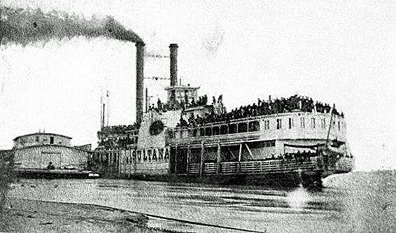 This Day in History: April 27- Union Soldiers and a Steamboat